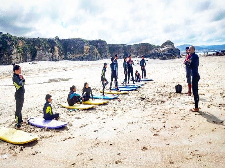 Clases de surf en la playa