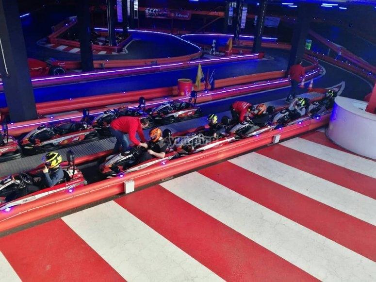 Grupo de karts listos para correr en Barcelona