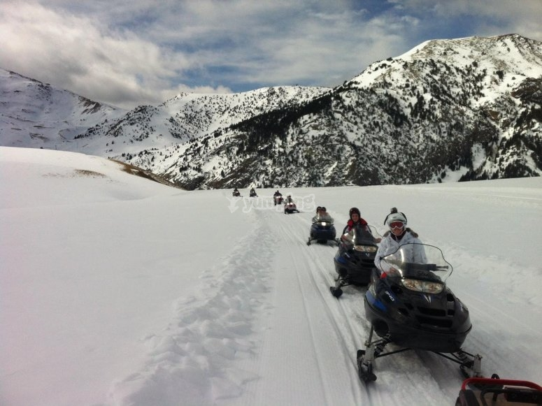 Snowmobile tour in Huesca