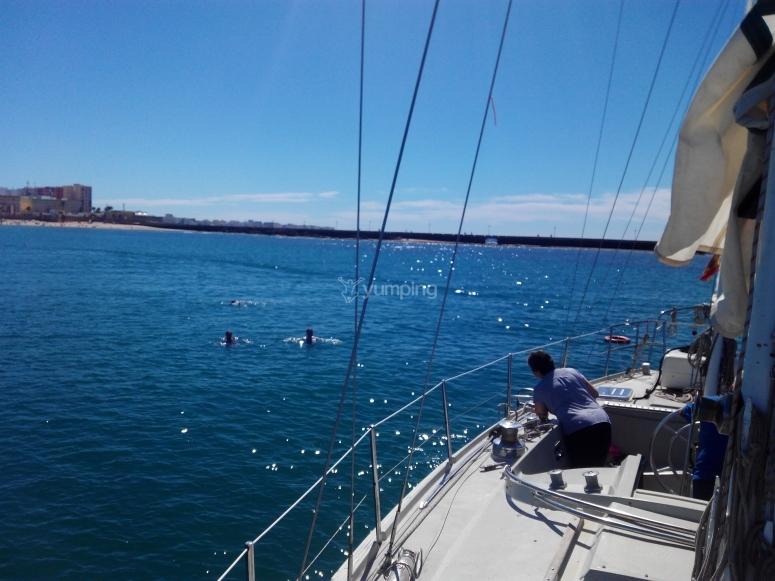 Baño junto al barco