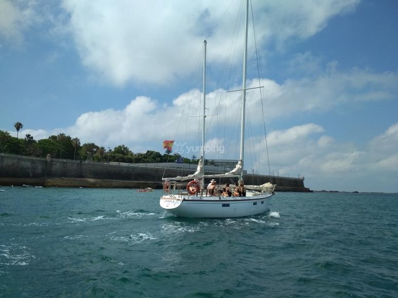 海岸上的帆船