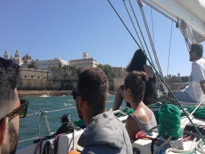 通过加的斯城墙的帆船路线4小时