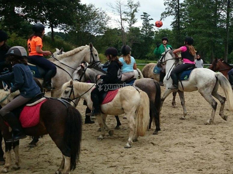 Divertidos juegos montados a caballo