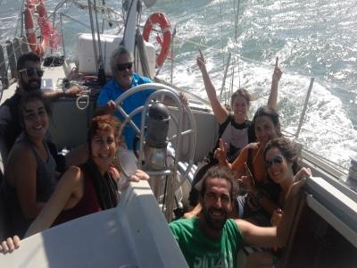 在加的斯海岸8小时租一艘帆船