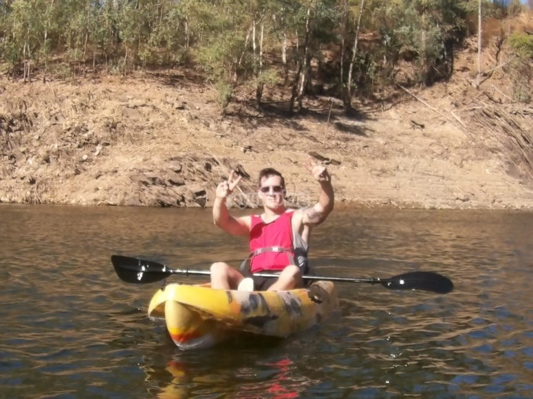 El futuro hombre casado en el kayak