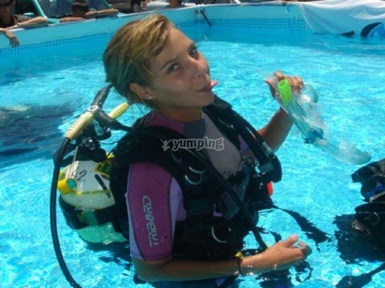 Aprendiendo rescate en la piscina