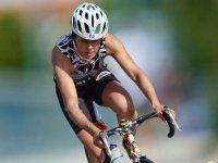 女子骑自行车