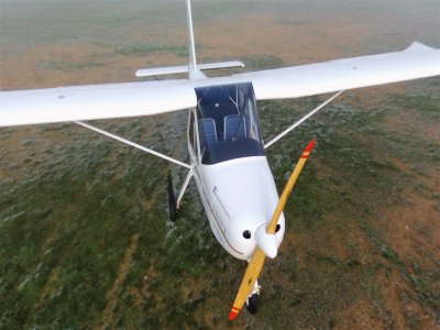 飞行在tecnam和双翼飞机在加泰罗尼亚
