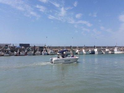 Alquiler embarcación en playa Camarón 4h