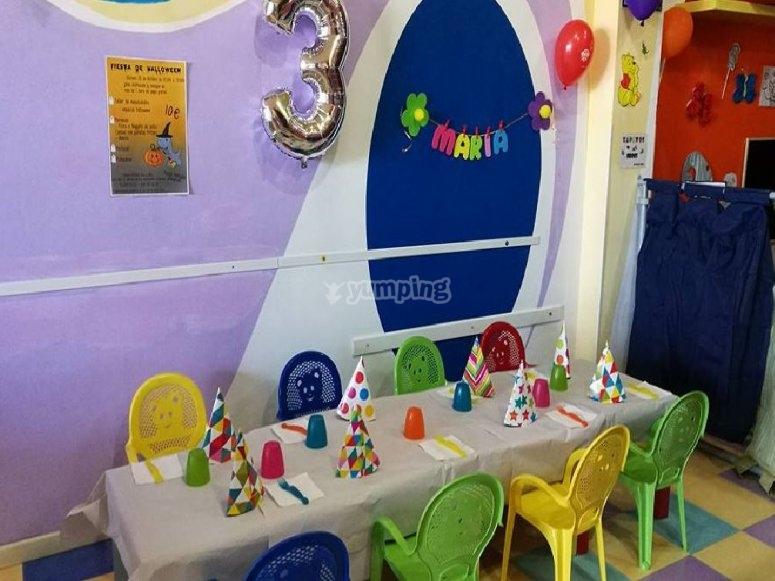 Sillas y mesa para niños