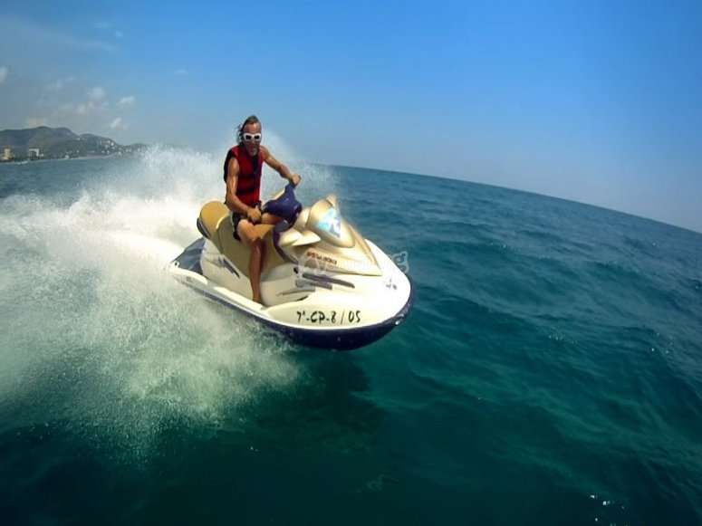 A toda velocidad por el mar
