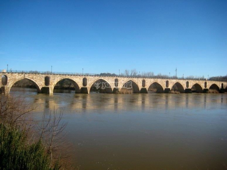 Gran puente de piedra