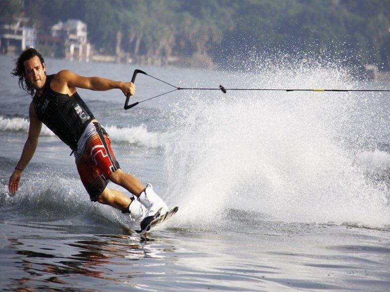 Practicando un nuevo deporte de agua