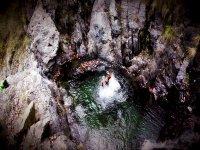 Baño en la poza del barranco