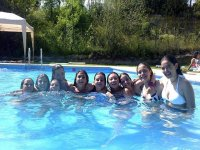 Juntos en la piscina