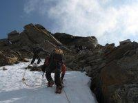 Practicando esquí alpino