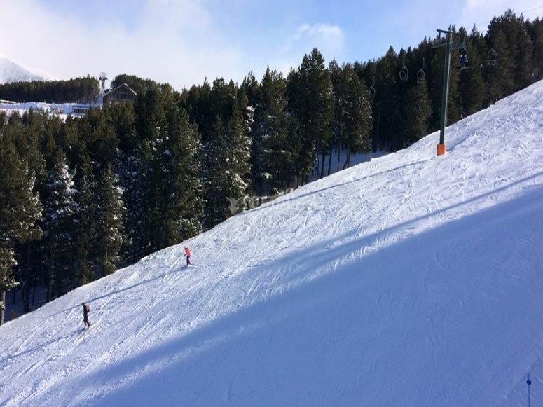 Pasa un dia esquiando