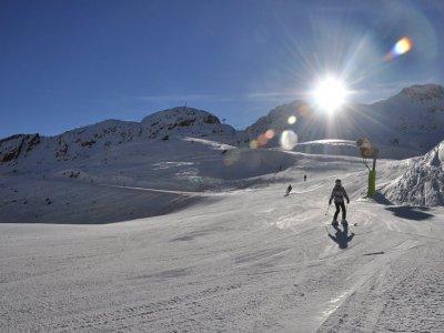 Vallnord Adults 12h的团体滑雪课程