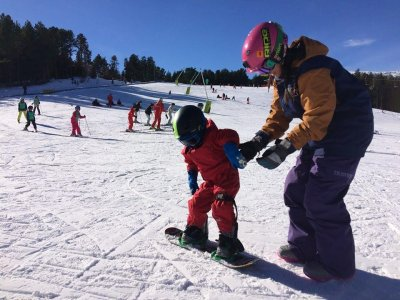 Snowboard lessons for kids in Vallnord
