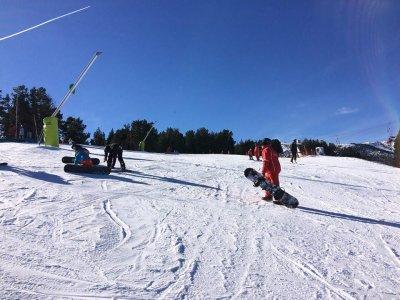 密集滑雪Vallnord圣周成人