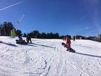 Practicando snowboard