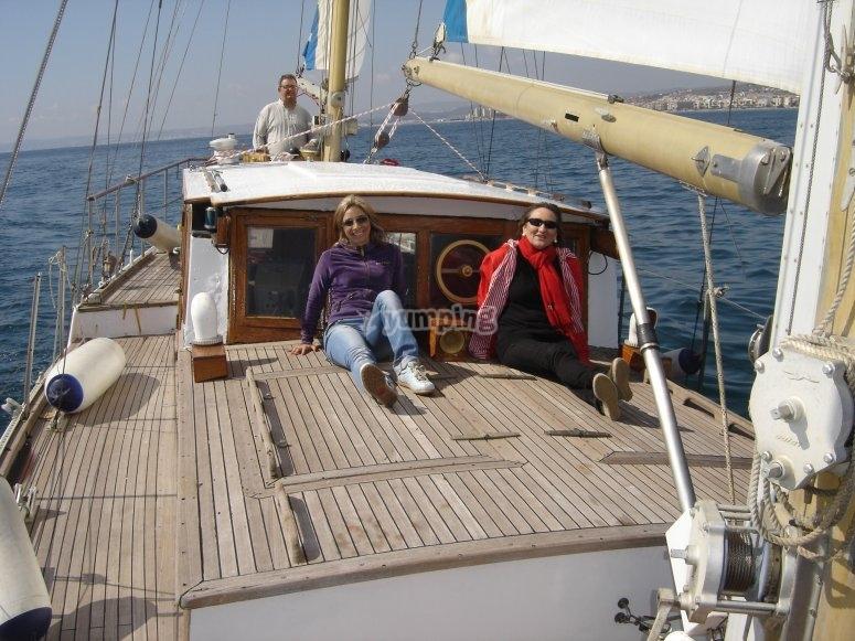 在太阳海岸的家庭乘船游览