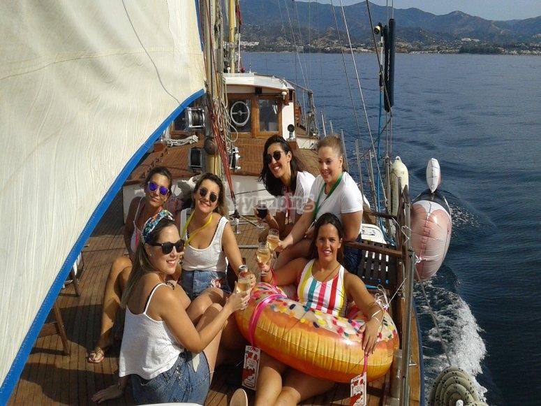 Barco para despedida de soltera en Estepona