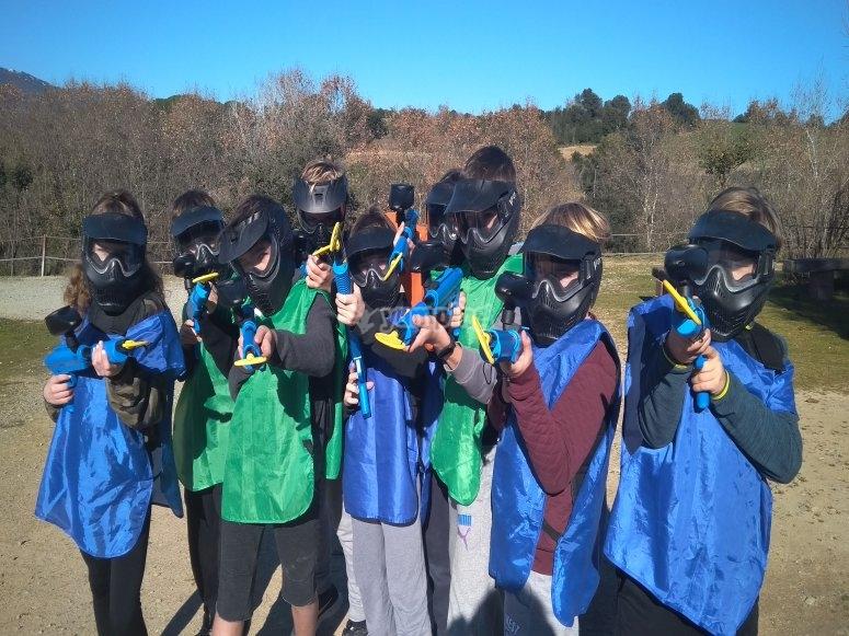 9至13岁儿童的彩弹射击