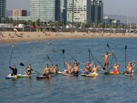 Haciendo paddle surf en Barcelona