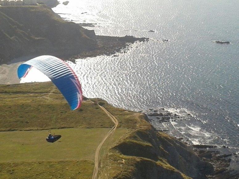 Un espectacular vuelo en parapente