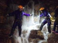 Catarata en el interior de la cueva