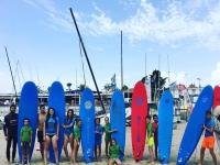 Aprender a hacer surf en un campamento