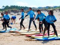 Entrenamientos de surf en la playa