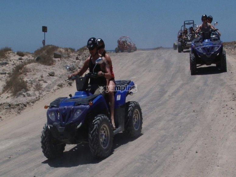 Paseo en pareja a bordo del quad
