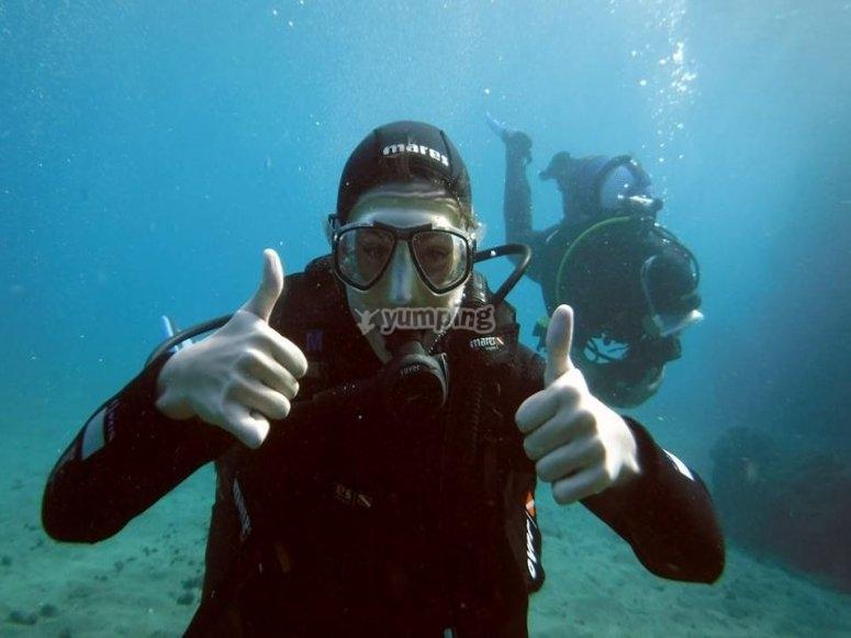 实用课程中潜水--999-完成潜水设备潜水