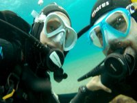 兰萨罗特岛海滩的潜水员课程