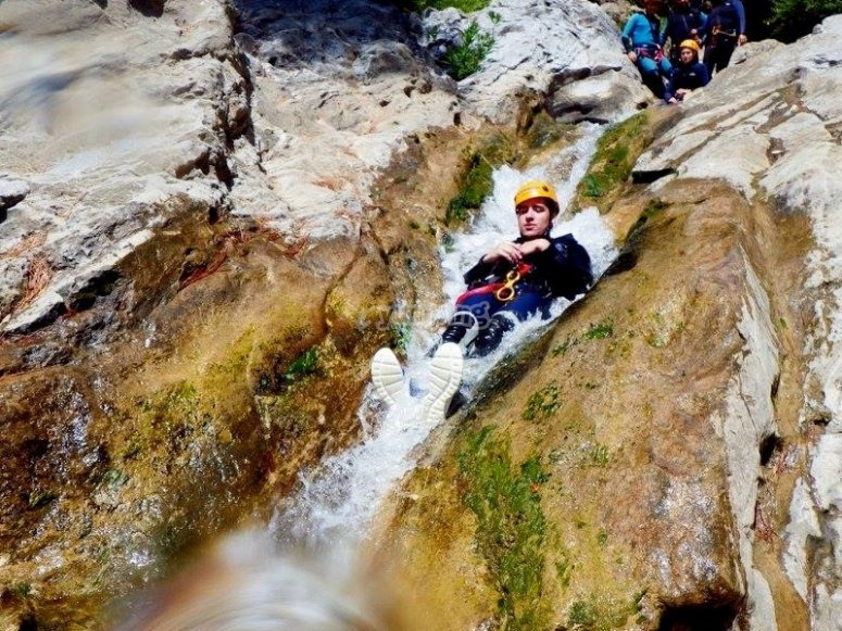 Slide in the ravines descend