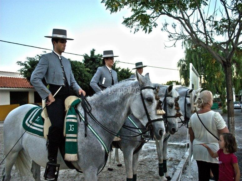 Hombres andaluces a caballo