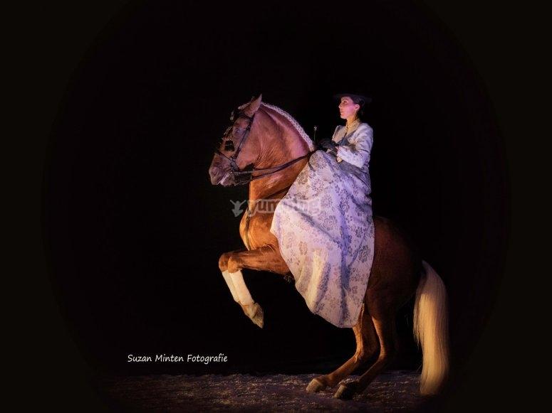 Bailando con el caballo en show Málaga