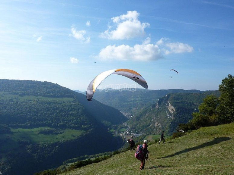 Flying with a paraglide