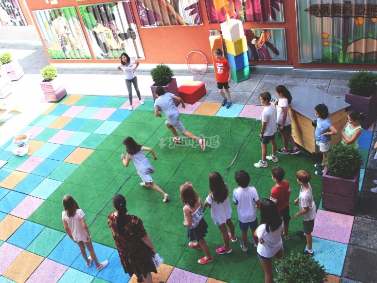 Juegos en el patio al aire libre