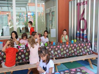 Clases de inglés con comida para niños en Zaragoza