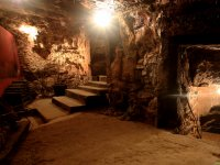 地下酒窖入口