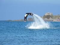 Flyboard con los brazos hacia delante