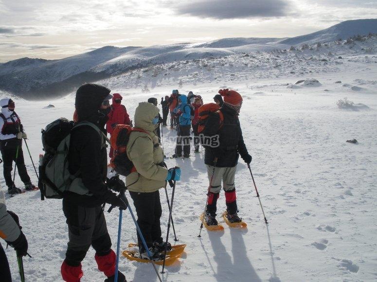 Excursión grupal de ruta en raqueta de nieve por Granada