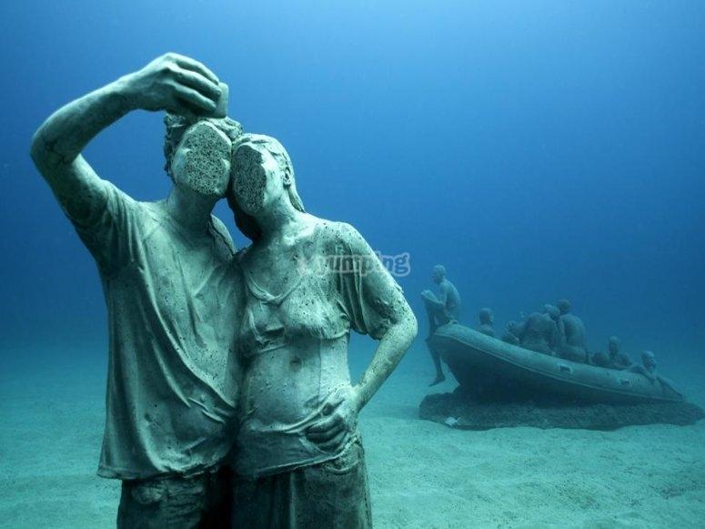 雕像采取自拍照