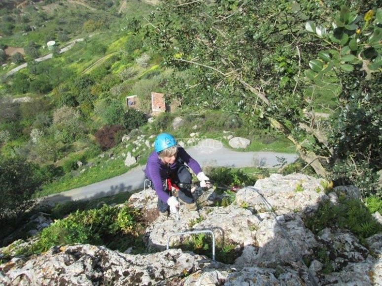 En la via ferrata de Cueva de las Ventanas de Comares