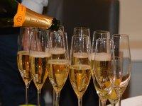 Champagne y comida típica