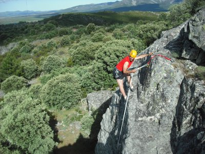 Las Batuecas Valley山谷的Rappel或zip line