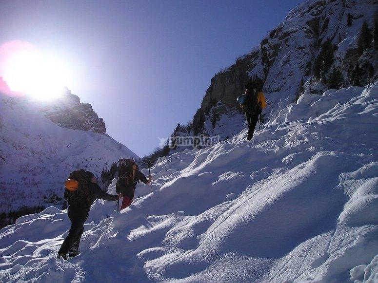 Subiendo por el valle nevado